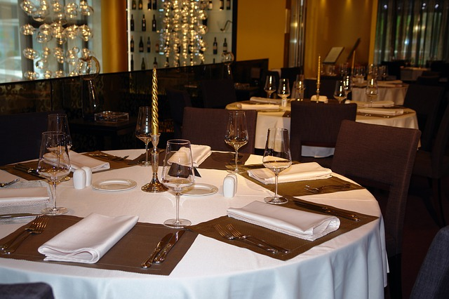 Compare Coffee Shop and Fine Dining Restaurant